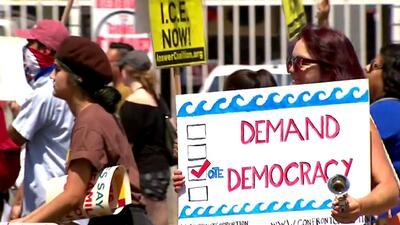 Marchan en Los Ángeles para exigir la eliminación de la política 'tolerancia cero' de la administración Trump