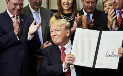 Trump firmó la orden ejecutiva que expandía las opciones d...