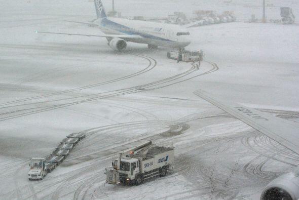 Hasta el jueves en la mañana 7 mil vuelos han sido cancelados. El...