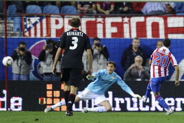 El portugués Simao puso la igualada al 51' con un penalti. El resultado...