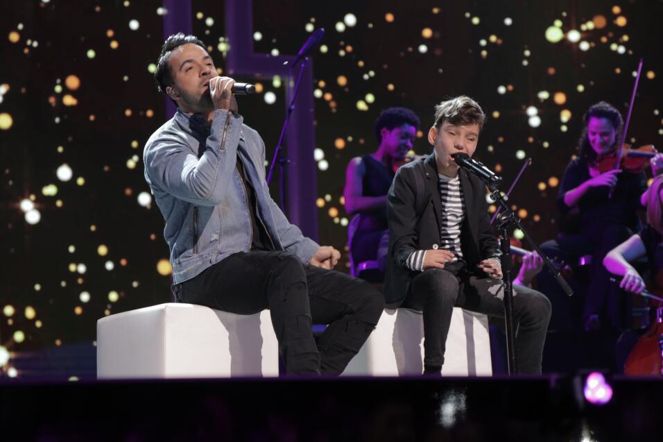 Luis Fonsi y Adrian Martin cantan juntos 'No Me Doy Por Vencido' en Tele...
