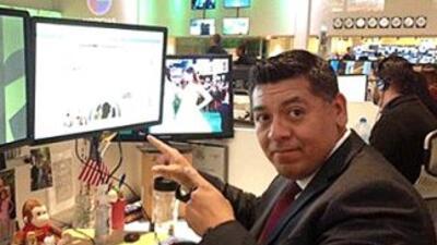 El abogado Ezequiel Hernández durante un chat con usuarios de UnivisionN...