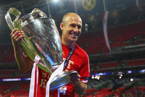El holandés Arjen Robben apenas levantó la Champions League con el Bayer...
