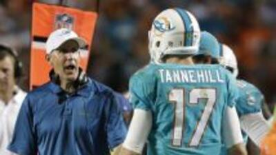 Joe Philbin y Ryan Tannehill (AP-NFL).