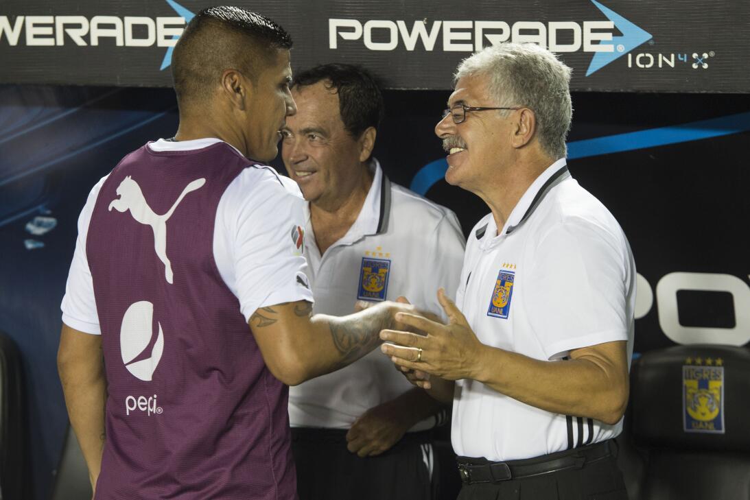 Tigres golea a Chivas y los baja de la nube. 20170411_2855.jpg