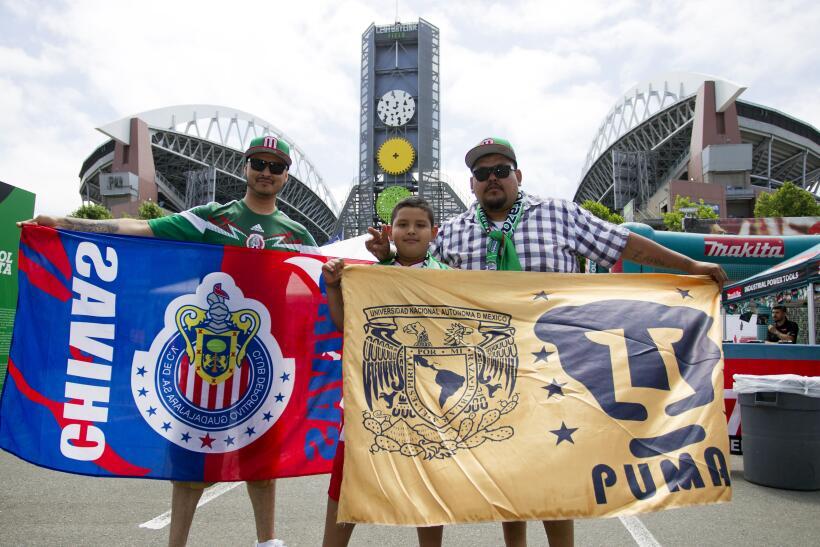 Las banderas, los sombreros y la fiesta mexicana pintaron el  Century Li...
