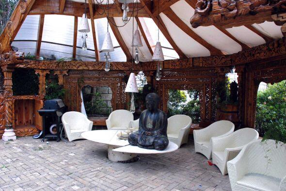 La residencia está decorada con un estilo ecléctico, mezcla de muebles c...