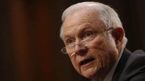 Jeff Sessions dice que no hay nada indebido en la reunión de Donald Trum...