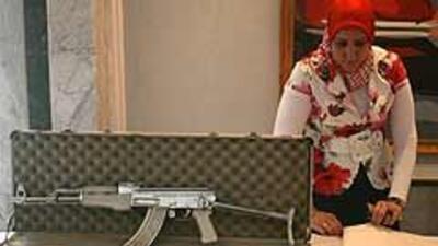Rifle AK-47 gratis con la compra de una camioneta 58750ddab7514995bc027b...