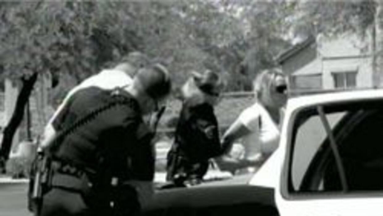 Video foto de padres de familia siendo detenidos