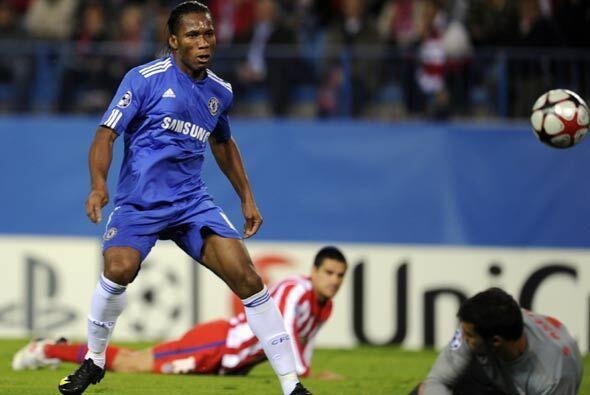 Pero Drogba hizo dos para los 'Blues' que se llevaron el empate y su pas...