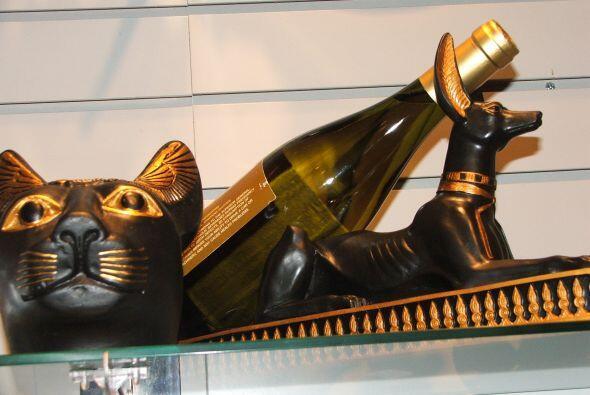 Si prefieres algo más exótico, está este adorno de estilo egipcio para c...