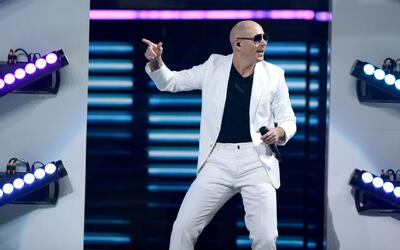 Pitbull reaccionó y mostró públicamente el contrato con la Florida que l...