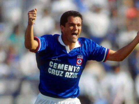 El delantero mexicano dejó alegrías y goles para los afici...