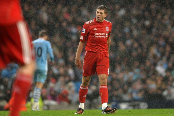 Steven Gerrard había entrado de cambio y le pedía a sus compañeros que n...