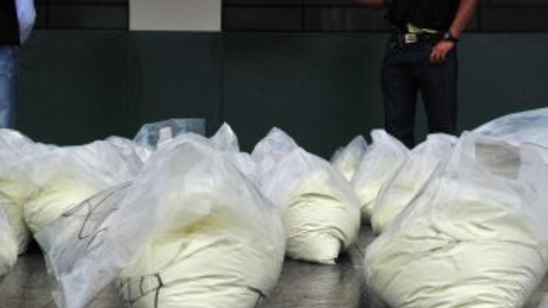 Los dos sospechosos llevaban 50 kilos de cocaína en la cajuela del auto.
