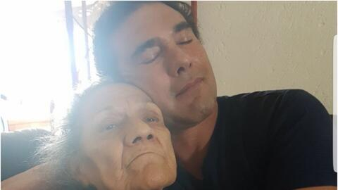 Eduardo Yañez y su mamá