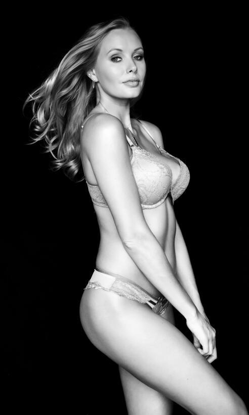 Carley Johnston, la sexy fanática del golf y el básquetbol CARLEY_JOHNST...