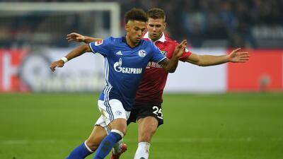 Schalke tropieza con el Hannover en pleno revuelo por Goretzka