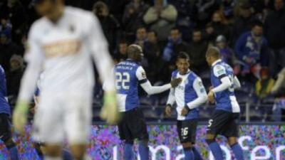 Alex Sandro celebra su gol contra Paços Ferreira.