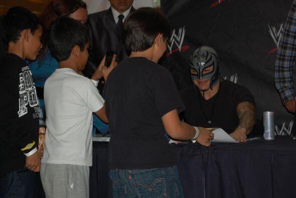 El luchador de SmackDown se mostró agradecido y sonriente con todas las...
