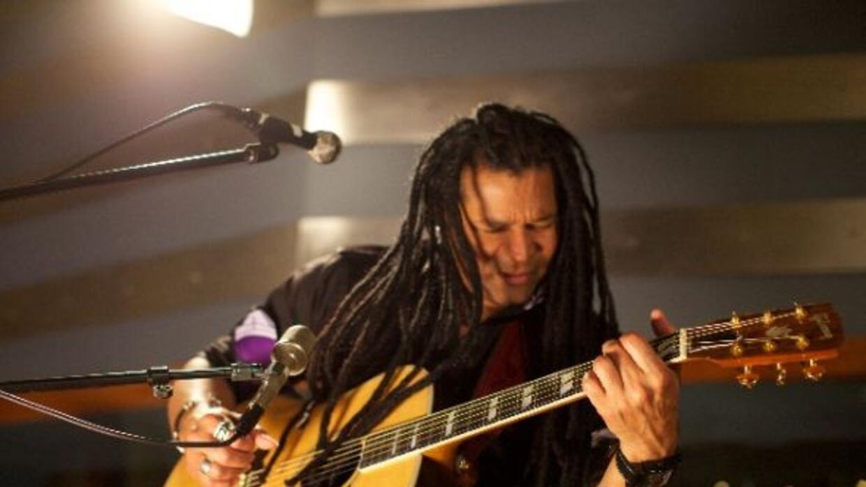 """Amaury Gutiérrez presenta """"Sesiones íntimas"""" en un concierto único."""