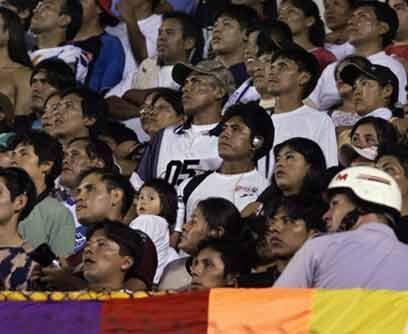 En cualquier estadio la afición respondeAficionados del Real Potosí de B...