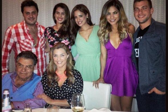 """""""Esta noche despidiendo a @aleespinozatv en una rica cena. ¡Muchas bendi..."""
