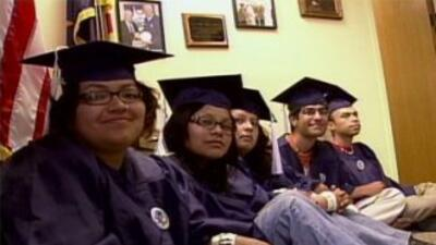 Los estudiantes arrestados Lizbeth Mateo, Yahaira Carrillo, Mohammed Abd...