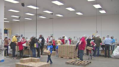 Alimentos, bonos de 100 dólares y donaciones: así buscan ayudar en Houston a empleados afectados por el cierre de gobierno