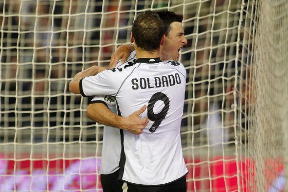 El atacante se reivindicó con el gol al poner el 1-0.
