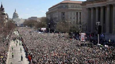 Kim Kardashian, Demi Lovato, Ariana Grande y más famosos, presentes en 'March For Our Lives'
