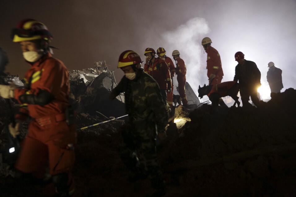 Hombre sobrevivió 60 horas tras deslave en China desastre2.jpg