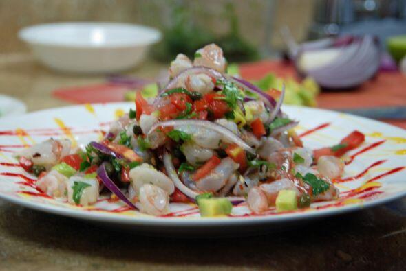 7.Cebiche de camarón a la mexicana. Limpia y corta el camarón y deja mar...