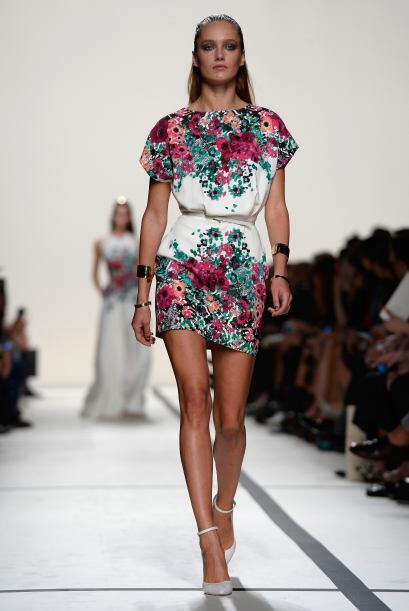 Los estampados florales adornaron de manera muy coqueta vestidos como el...