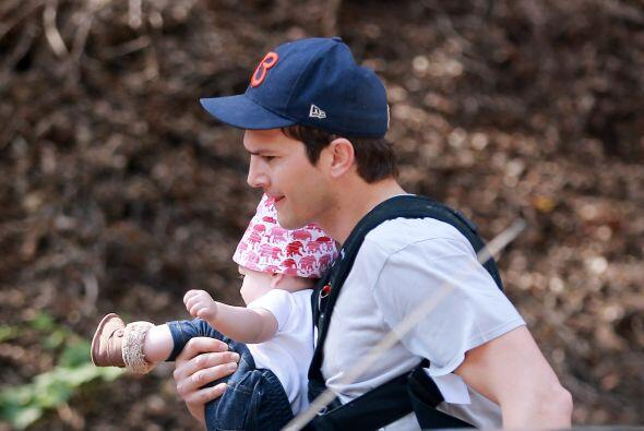 Van varias veces que los paparazzi captan a Wyatt de paseo con papá.