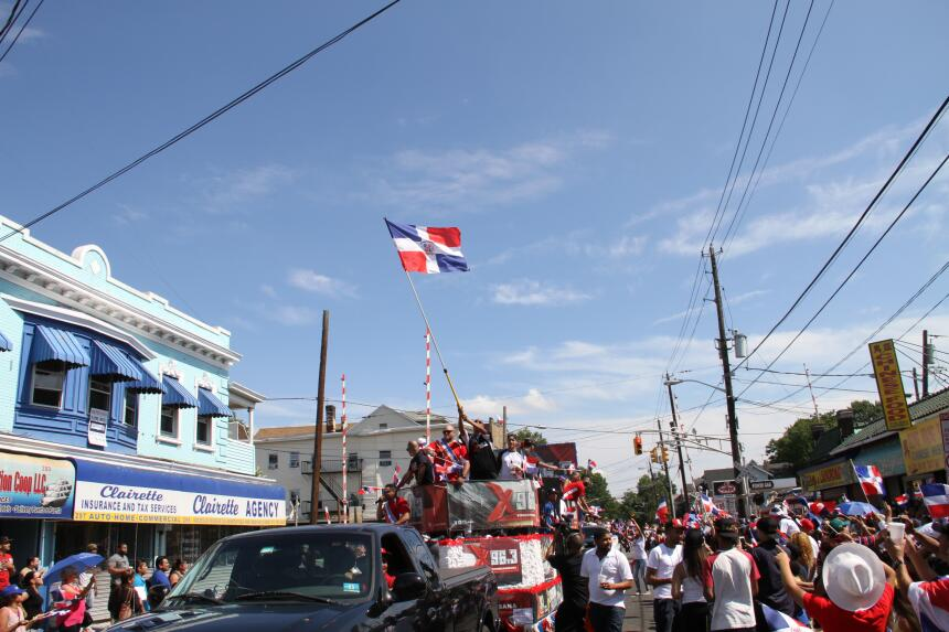 Celebra La X en el Desfile Dominicano en NJ IMG_1957.JPG