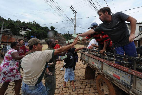 """""""No tenemos a nadie que nos ayude. No hay nada"""", se lamentó, con su carg..."""