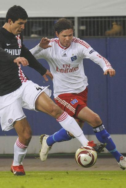 Un año después que Moreno llegó a Eindhoven otro defensor mexicano, Fran...