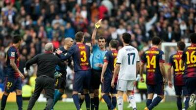 Vítor Valdés se ganó la tarjeta roja por insultar al árbitro.