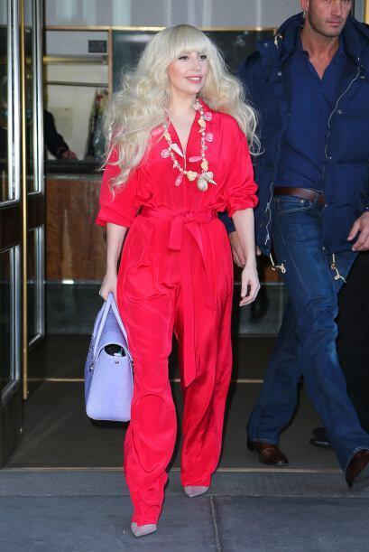 Lady Gaga es otra famosa que no teme tomar riesgos y se ha dejado conqui...