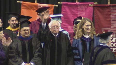Inspirador discurso de Bernie Sanders durante ceremonia de graduación de...