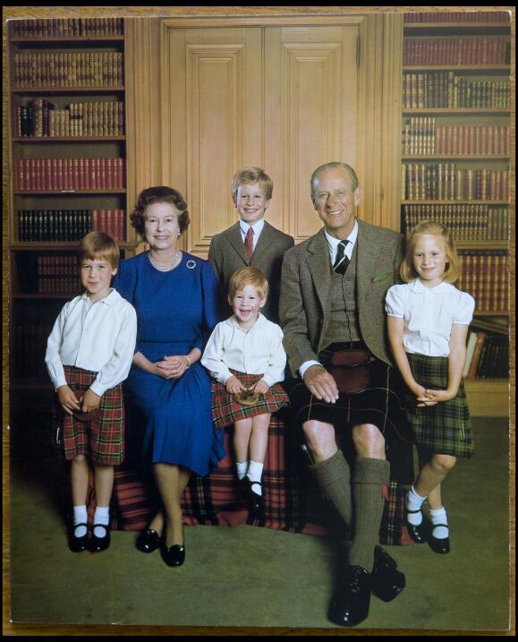 La Reina Isabel y el Príncipe Felipe enviaron esta tarjeta en la que pos...
