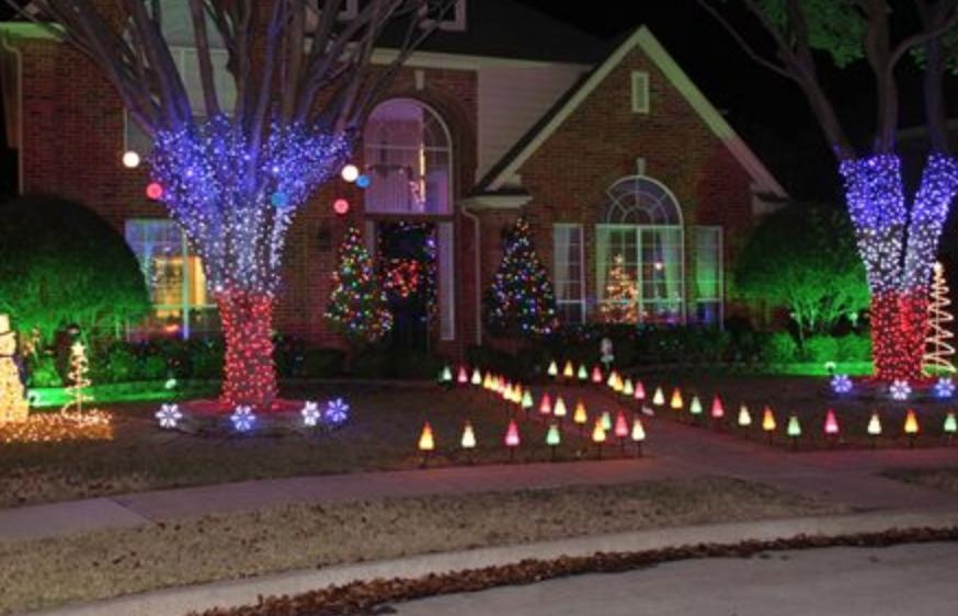 Sus residentes se enorgullecen de decorar sus hogares para las festivida...