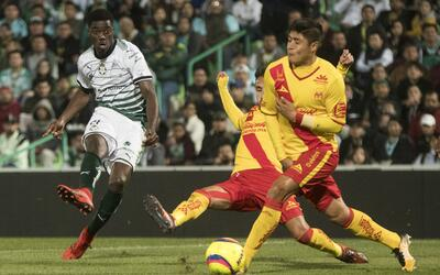 Djaniny Tavares rescató a Santos de un soso empate.
