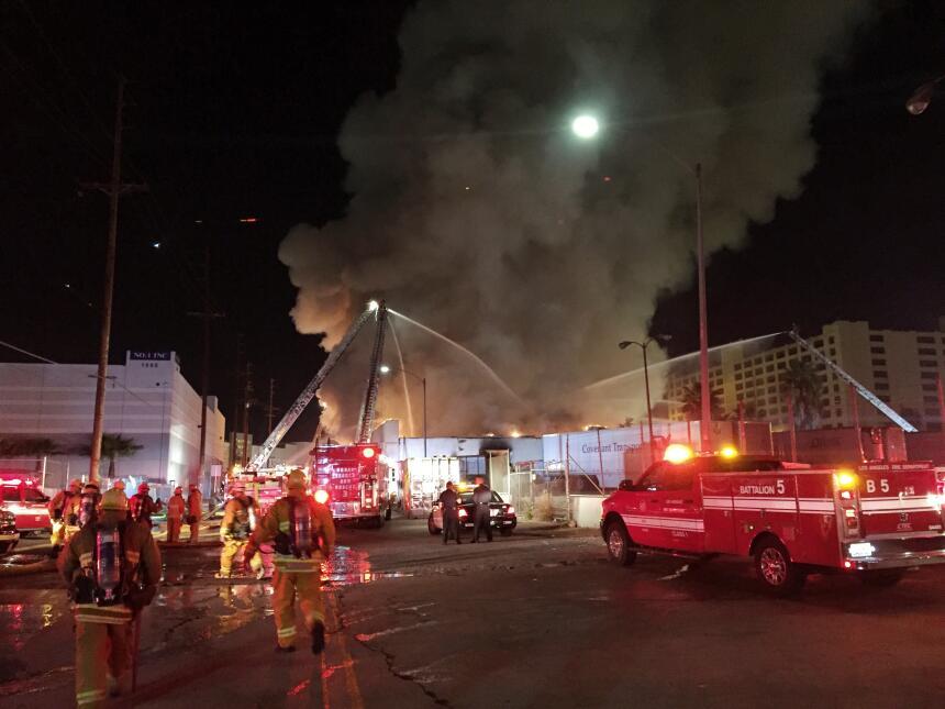 Más de 100 bomberos participaron en la extinción del masivo incendio