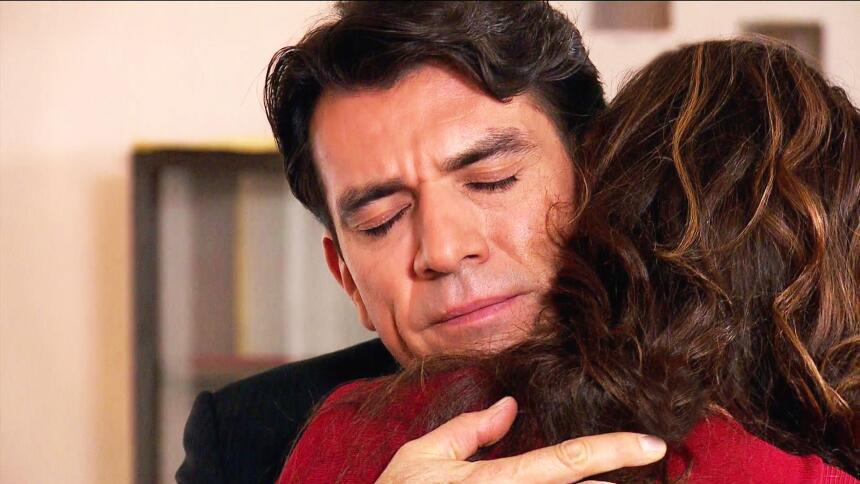 ¡Julia y Arturo ya no pueden ocultar su amor!