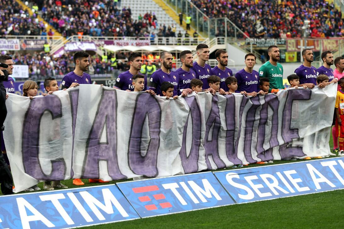 Despedida de Fiorentina a Davide Astori en el triunfo 1-0 contra Beneven...