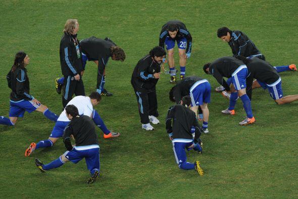 Dando instrucciones al equipo argentino, cuando aun persistía el sueño d...
