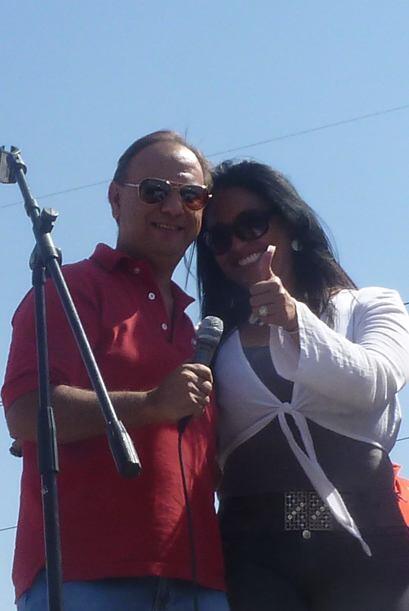 Diana y Fernando estaban felices, conduciendo y disfrutando del evento....